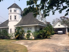 Distinctive house close to Chiang Rai beach and Rai Mae FahLuang.