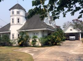 Distinctive house close to Chiang Rai beach and Rai Mae FahLuang.