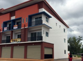 Two brand new shop/office homes near airport.