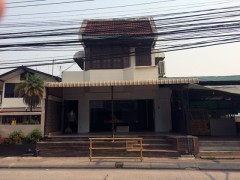 Shop for rent in Chiang Rai:Great location for a shop or business in one of the busiest parts of town.