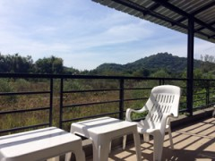 Short term stay: Quiet apartments with  mountain views in Chiang Rai.