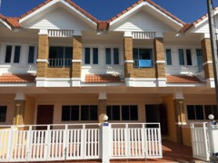Office home for rent in Chiang Rai: Two brand new Town homes
