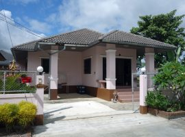 House for rent in Chiang rai: 2 Bedrooms, 10,000 Baht/month,  Fully furnished with 1 aircon, Ropwiang, Chiangrai
