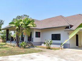 บ้านหลังใหญ่พร้อมสวนให้เช่า ริมกก เชียงราย : 3 ห้องนอน, 18,000 บาท/เดือน