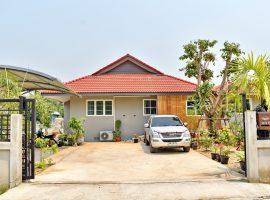 ให้เช่า/ขายบ้านใหม่มีสระว่ายน้ำ หัวดอย ท่าสาย เชียงราย : พื้นที่ใช้สอย 250 ตรม., 2 ห้องนอน, 30,000 บาท/เดือน