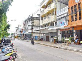 ให้เช่าร้านบนถนนเจ็ดยอด ตัวเมืองเชียงราย : 1 ห้องโถง, 1 ห้องน้ำ, 8,000 บาท/เดือน